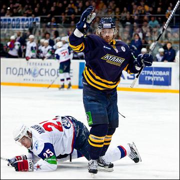 Игорь Макаров на льду. Буквально