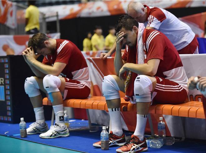 Поляки после поражения от итальянцев на КМ-2015, лишившего их путёвки на Олимпиаду