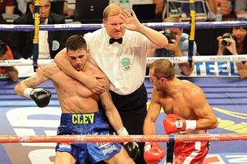 Для завоевания титула Ковалёву понадобилось менее чем четыре раунда