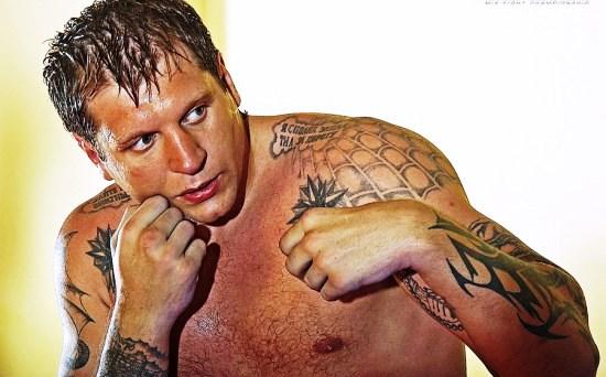 Вопрос о значении татуировок на теле Александра Емельяненко уже давно не давал покоя как его поклонникам, так и спортивным журналистам.