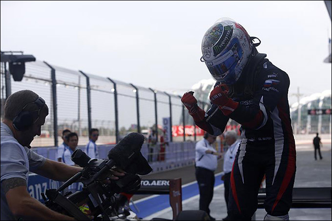 Сэм Бёрд – победитель второй гонки в Сингапуре