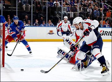 """12 мая 2013 года. Нью-Йорк. Плей-офф НХЛ. 1/8 финала. Матч № 6. """"Рейнджерс"""" — """"Вашингтон"""" — 1:0. Александр Овечкин прорывается к воротам хозяев"""