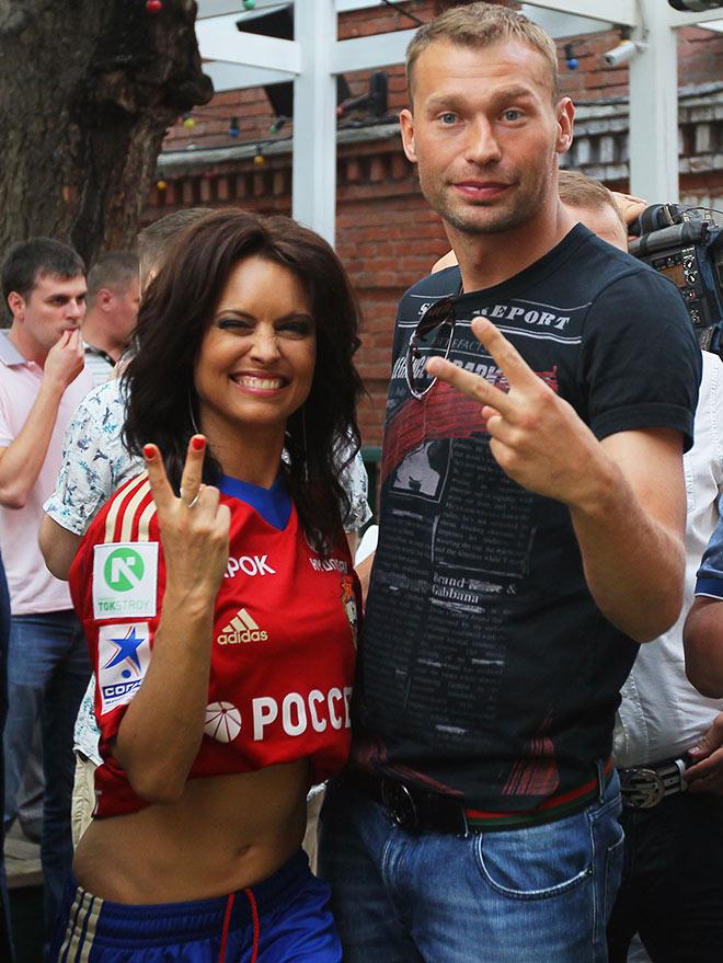 Телеведущая Татьяна Герасимова и Василий Березуцкий