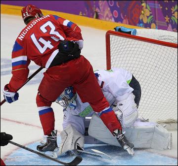 13 февраля 2014 года. Сочи. XXII зимние Олимпийские игры. Хоккей. Групповой этап. Валерий Ничушкин, а шайба уже в воротах