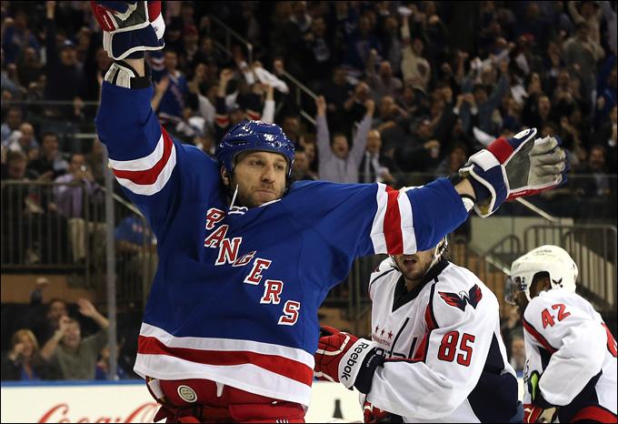 """8 мая 2013 года. Нью-Йорк. Плей-офф НХЛ. 1/8 финала. Матч № 4. """"Рейнджерс"""" — """"Вашингтон"""" — 4:3. Счёт в серии равный, и она едет в Вашингтон"""