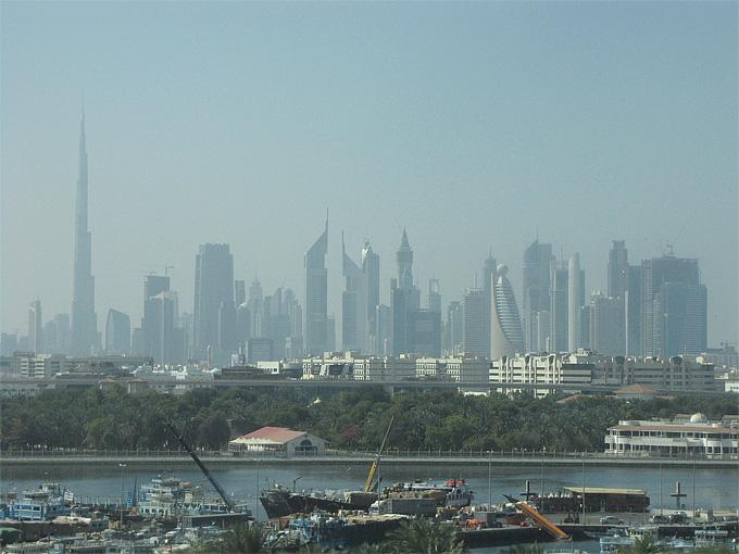 Вид на небоскрёбы Дубая. Слева – самое высокое здание в мире, Бурдж-Халифа