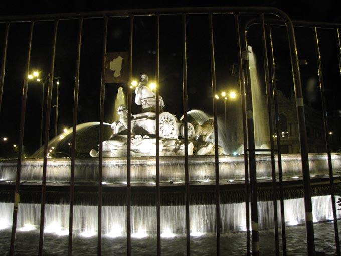 Ночной фонтан в Мадриде