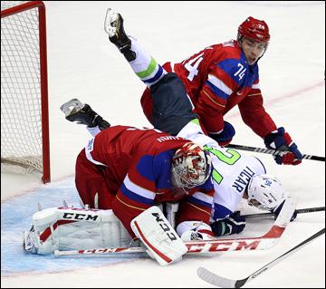 13 февраля 2014 года. Сочи. XXII зимние Олимпийские игры. Хоккей. Групповой этап. У наших ворот тоже было жарко