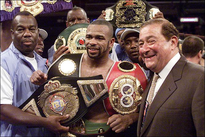 Джуниор 8 раз становился чемпионом мира в 4-х весовых категориях, признавался лучшим боксёром независимо от весовой категории, по версии журнала Ринг.