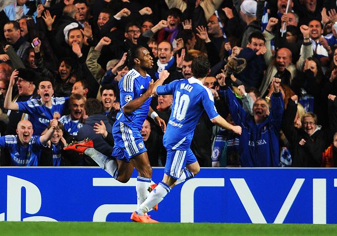"""Дрогба и Мата празднуют гол в ворота """"Барселоны"""""""