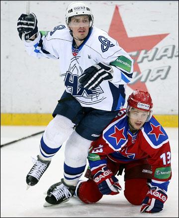 """Андрей Кручинин (слева) в """"Нефтехимике"""""""