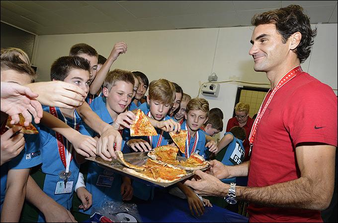 Традиционная встреча Роджера Федерера с боллбоями в Базеле