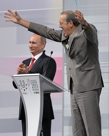 Президент России Владимир Путин и президент FISU Клод-Луи Галльен
