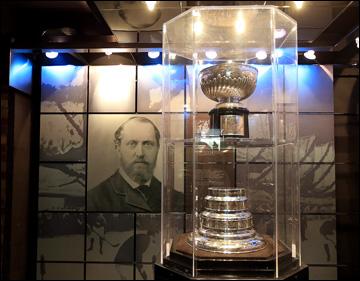 Подлинник Кубка Стэнли никогда не вручается и не покидает пределов Зала хоккейной славы в Торонто