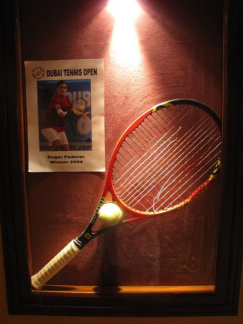 Ракетка Роджера Федерера с финала-2004