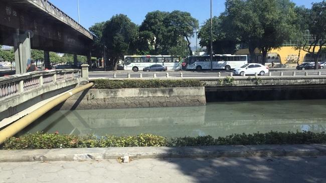 Зелёная вода в Рио повсюду