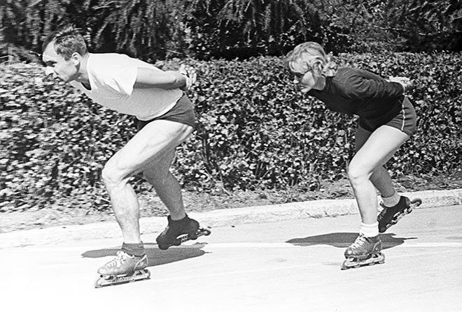 Советские конькобежцы заслуженные мастера спорта Лидия Павловна Скобликова (1939 г. р.) и Евгений Романович Гришин (1931 г. р.) во время тренировки