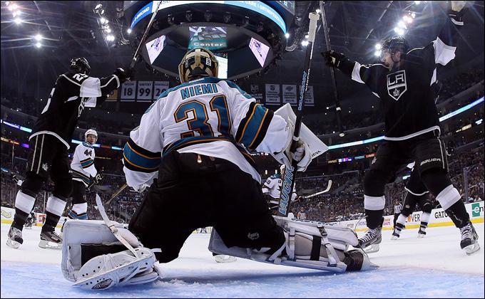 """16 мая 2013 года. Лос-Анджелес. Плей-офф НХЛ. 1/4 финала. Матч № 2. """"Лос-Анджелес"""" — """"Сан-Хосе"""" — 4:3. """"Акулы"""" уступают в серии 0-2"""