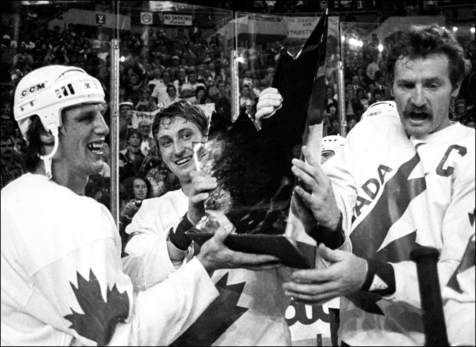 Топ-100 историй ИИХФ. История № 43. Золотой гол Майка Босси на Кубке Канады-1984. Фото 01.