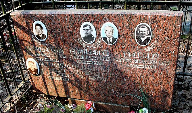 Могила Генриха Сидоренкова на Ваганьковском кладбище Москвы