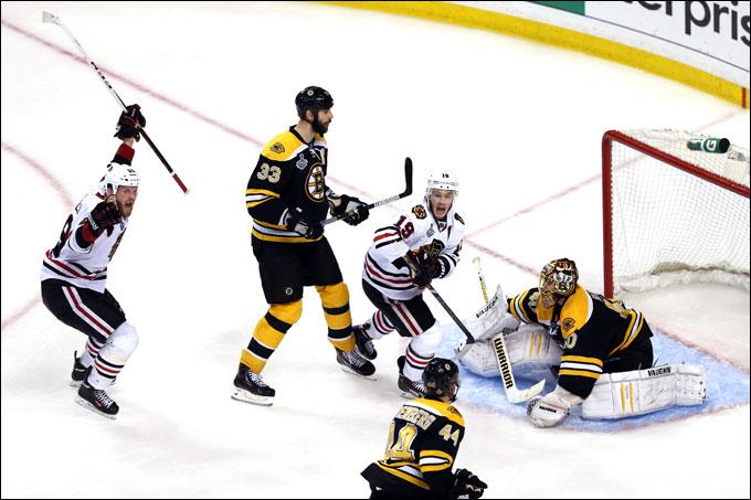 """20 июня 2013 года. Бостон. Плей-офф НХЛ. Финал. Матч № 4. """"Бостон"""" — """"Чикаго"""" — 5:6 (ОТ). Брент Сибурк сравнивает счёт в серии"""