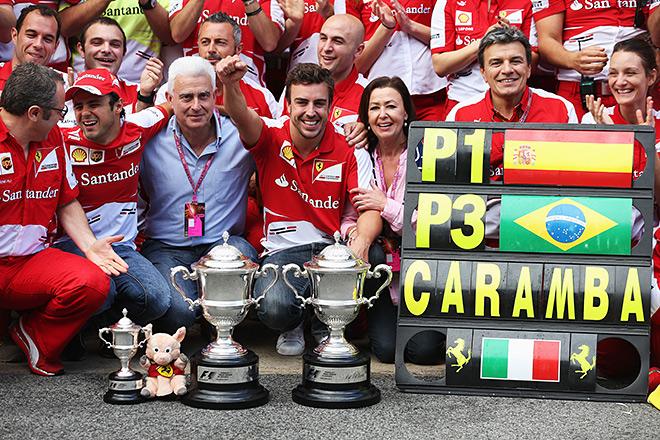 Фернандо Алонсо празднует победу на Гран-при Испании
