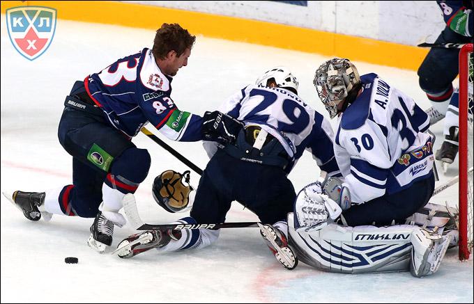 Андрей Миронов на защите своих ворот