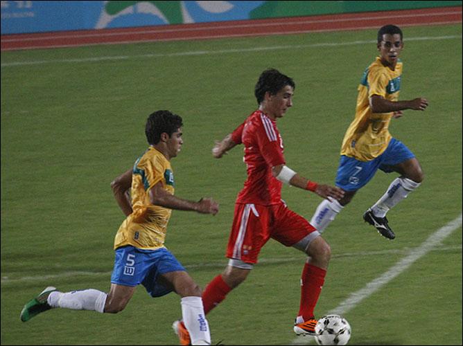 Российские футболисты и в меньшинстве не уступили Бразилии