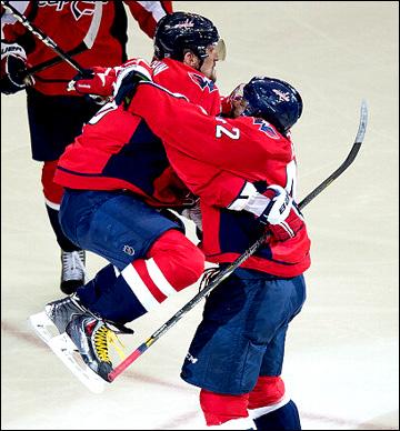 "10 мая 2013 года. Вашингтон. Плей-офф НХЛ. 1/8 финала. Матч № 5. ""Вашингтон"" — ""Рейнджерс"" — 2:1 (ОТ).Александр Овечкин и Джоэль Уорд"