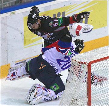 Георгий Гелашвили на льду настоящий боец