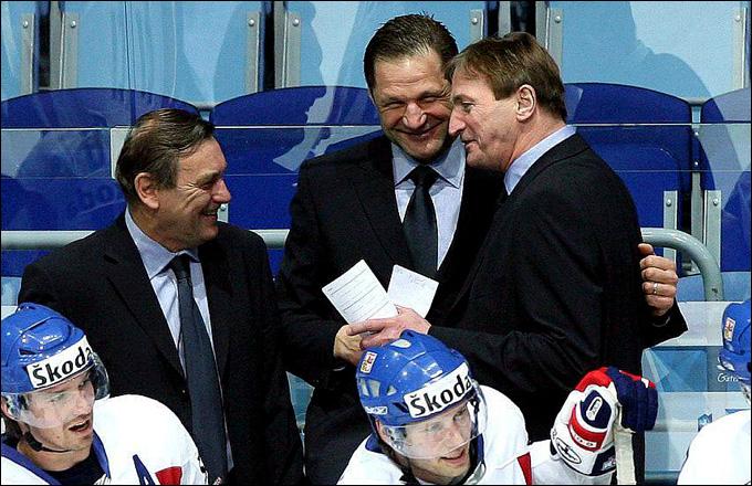 Франтишек Мусил (в центре) в тренерском штабе сборной Чехии