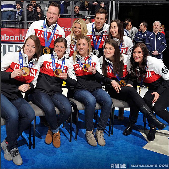 В Торонто поздравили девушек с 8 марта