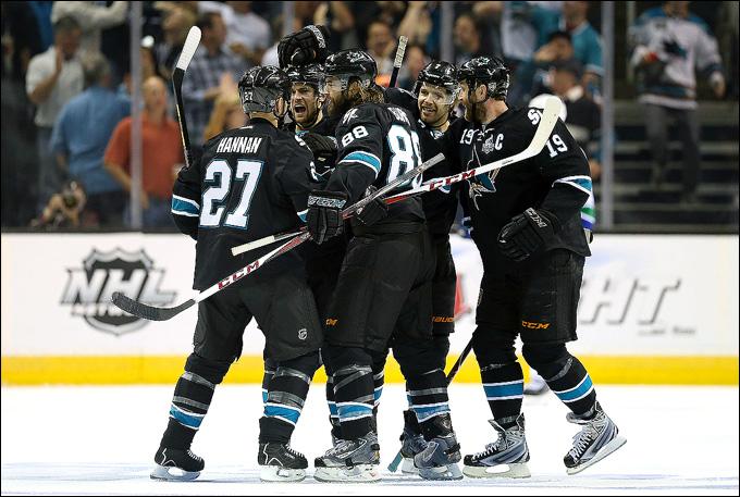 """7 мая 2013 года. Сан-Хосе. Плей-офф НХЛ. 1/8 финала. Матч № 4. """"Сан-Хосе"""" — """"Ванкувер"""" — 4:3 (ОТ). """"Сан-Хосе"""" первым проходит в следующий раунд"""