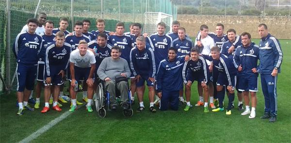 Фотография на память для румынского болельщика-инвалида