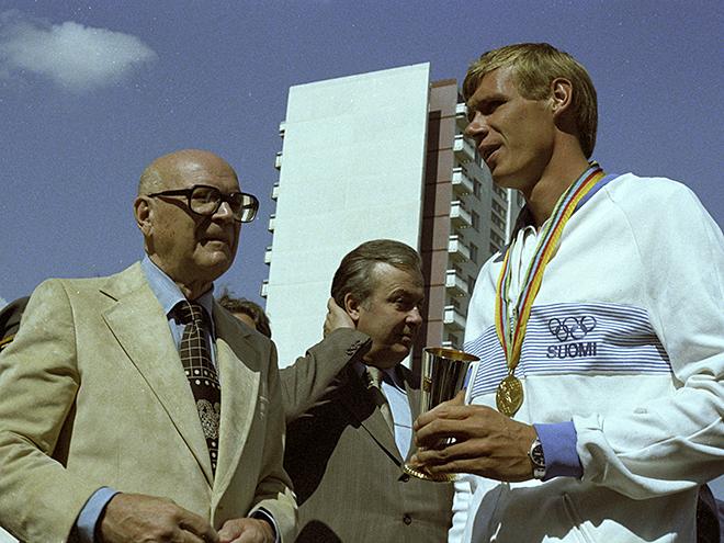 Урхо Калева Кекконен (слева)