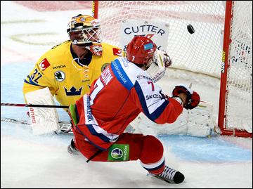 9 ноября 2013 года. Хельсинки. Еврохоккейтур. Кубок Карьяла. Швеция — Россия — 2:5. Энвер Лисин делает счёт 2:0 в пользу россиян