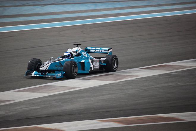 Двухместный болид Формулы-1 на «Яс Марине»