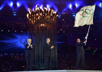Передача Олимпийского флага от Лондона в Рио-де-Жанейро