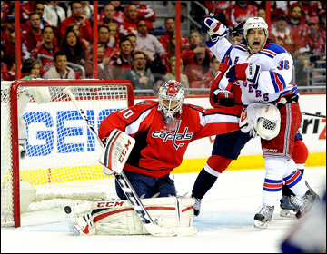 """13 мая 2013 года. Вашингтон. Плей-офф НХЛ. 1/8 финала. Матч № 7. """"Вашингтон"""" — """"Рейнджерс"""" — 0:5. Еще одна шайба в воротах """"столичных"""""""