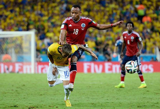 Удар колумбийца Хуана Суньиги пришёлся выше поясницы Неймара