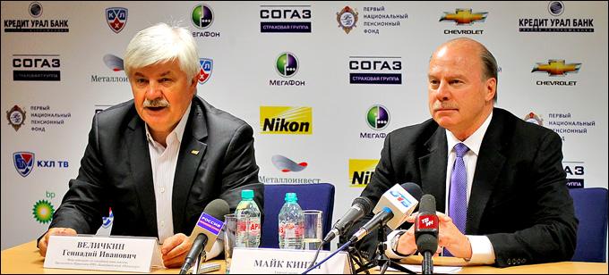 """Майк Кинэн (справа) и директор """"Магнитки"""" Геннадий Величкин"""