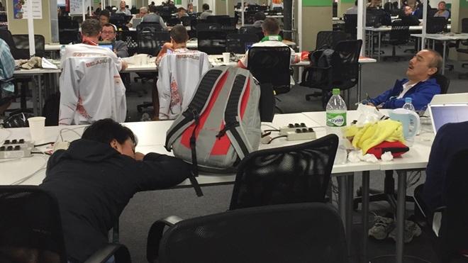 Уставшие журналисты
