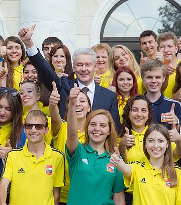 Временно исполняющий обязанности мэра Москвы Сергей Собянин во время встречи с участниками 14-го чемпионата мира по легкой атлетике