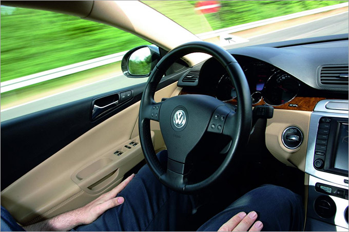Автопилот будущего от Volkswagen был представлен в 2013 году