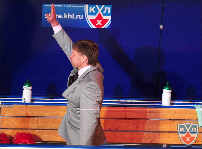 """Евгений Корешков на тренерском мостике """"Стальных Лис"""""""