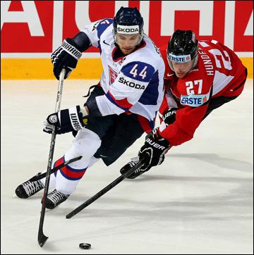 Андрей Секера в матче против сборной Австрии