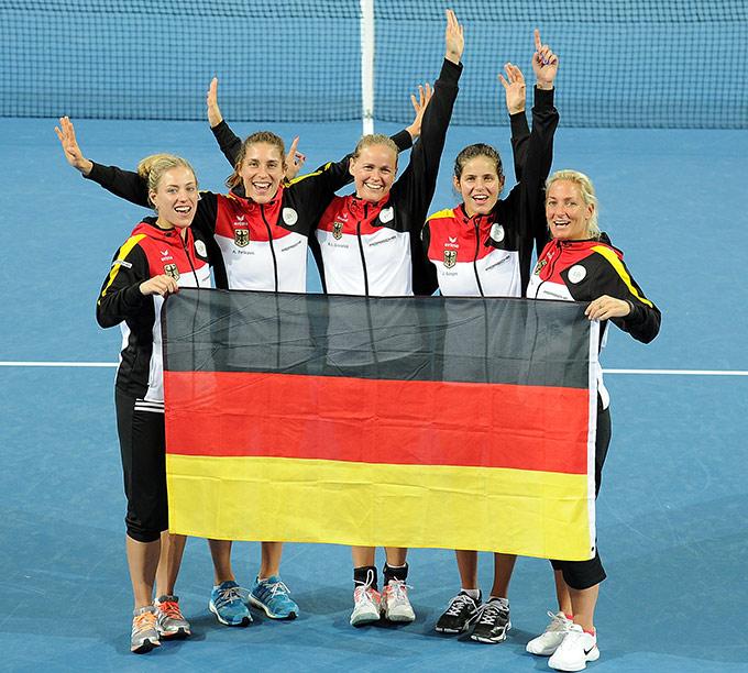 Кербер и Петкович принесли Германии победу
