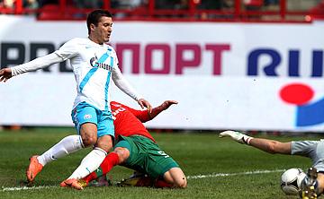 Виктор Файзулин забивает единственный гол встречи