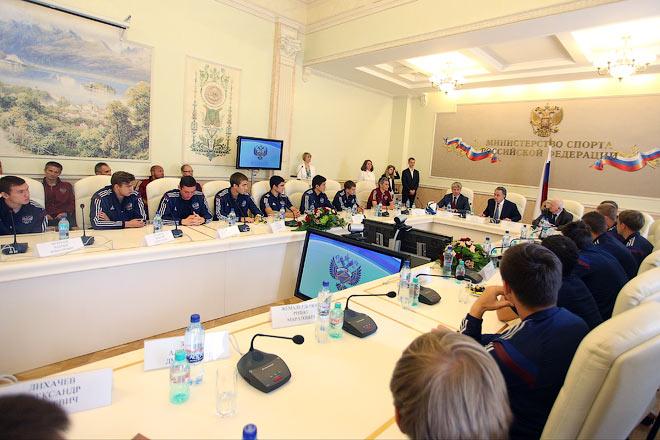 В музее спорта чествовали юношескую сборную U19, впервые в истории завоевавшую серебро чемпионата Европы