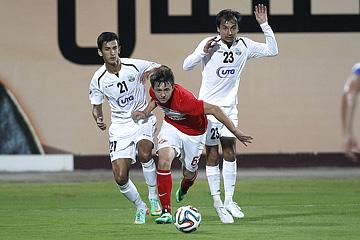 Сразу три молодых игрока вышли в стартовом составе. В атаке один из них — правый край Денис Давыдов